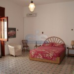 Luxury seafront villa for sale in Italy: master bedroom
